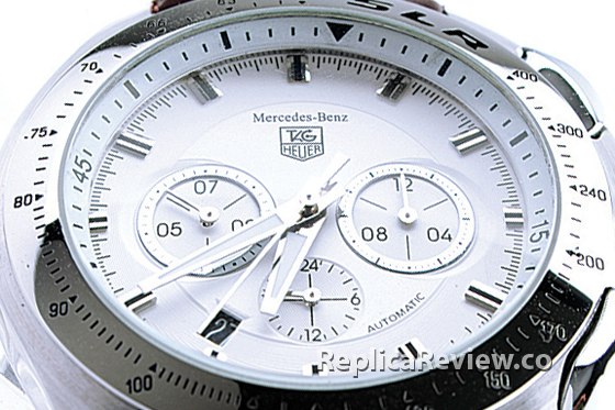 closup white dial